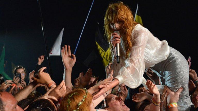 Florence раздава любов на феновете
