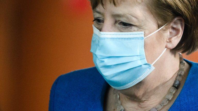 Носенето на маски и спазването на социална дистанция продължават да важат, но другите рестрикции отпадат