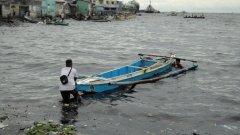 Тайфунът Копу, който връхлетя Филипините, предизвика наводнения и земни свлачища