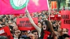 Протести с политически искания окървавиха албанската столица Тирана в петък
