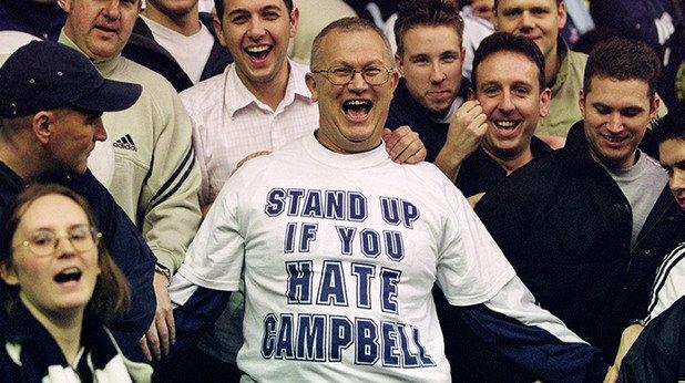 """1. Завръщането на Юда. На 1 ноември 2001-а Сол Кембъл се завърна на """"Уайт Харт Лейн"""", но облечен в екипа на Арсенал, след като премина в редиците на кръвния враг със свободен трансфер. Цялата """"любов"""" на феновете на Тотнъм се изля върху англичанина, който даже си вкара автогол, който впоследствие бе отменен. Накрая Густаво Пойет се разписа в последните секунди, за да донесе равенството."""