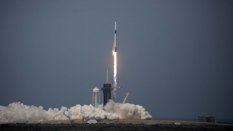 Боб Бенкън и Дъглас Хърли вече са в орбита и пътуват към Международната космическа станция