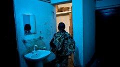 В най-големия бордей в Бангладеш няма клиенти, а за проституиращите там жени това е по-голям проблем и от самата работа