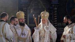"""Точно в полунощ патриархът поздрави народа с """"Христос Воскресе"""""""