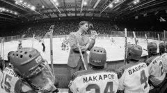 Тихонов и звездите на СССР - гледка, която не може да бъде сбъркана от фен на хокея. С номер 24 е вероятно най-великият му възпитаник - Сергей Макаров.