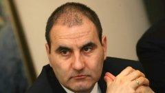 Преди дни министърът на вътрешните работи Цветан Цветанов обираше похвали от борците за подкрепата, а сега трябва да открие кой е виновен за скандала с един от тях - Михаил Ганев