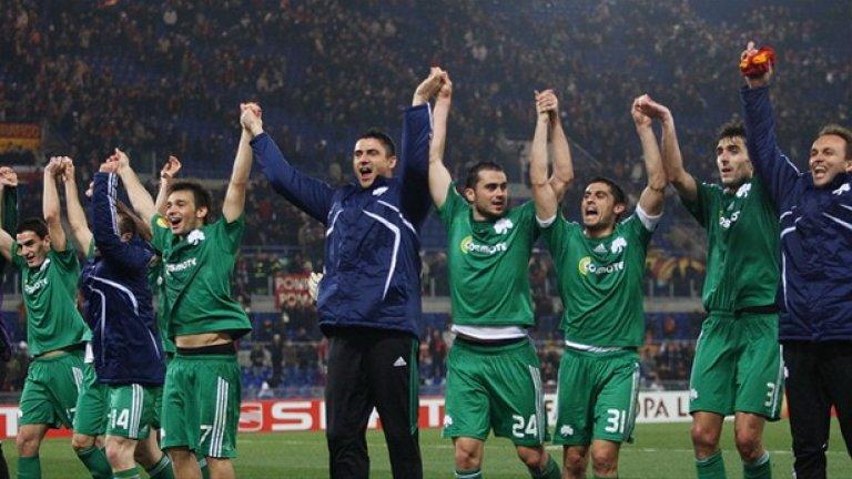 Шампионите от Панатинайкос вече са се отдали на заслужена почивка, докато четирите клуба след тях играят напечени плейофи за втората гръцка квота в Шампионската лига