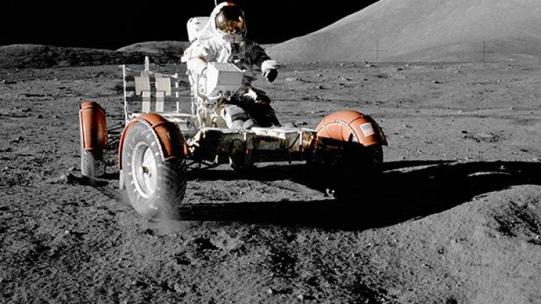Стратегически приоритет и страст на вицепремиера  Руските амбиции спрямо Луната датират от средата на 90-те. А през април 2014 г. колонизацията на Луната беше обявена за стратегически приоритет от вицепремиера Дмитрий Розогин. Той изтъкна три стратегически задачи на неговата държава - увеличаване на спътниците на ниска околоземна орбита, кацане и последваща колонизация на Луната и окололунното пространство, както и кацане и изследване на Марс и другите обекти от Слънчевата система.  Поне първоначалните планове бяха през 2030 г. руски екипаж да кацне на Луната, а след това да бъде направена лунна база за посещения от Земята.