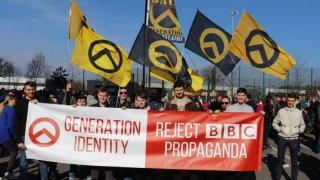 Движението трупа популярност въпреки връзките си със стрелеца от Крайстчърч