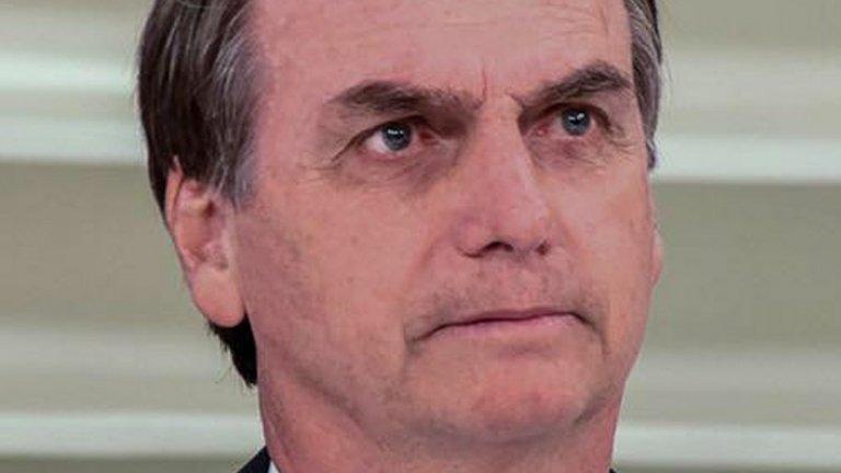 Фаворитът за спечелване на изборите Жаир Болсонаро е настанен в болница