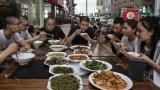 Нужда от мерки срещу пилеенето на храна има, но те към момента се посрещат скептично от китайците