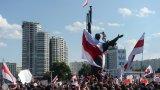 Флагът, станал символ на опозицията срещу Лукашенко, има своята сериозна история