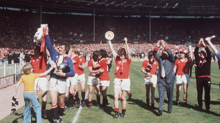 Манчестър Юнайтед - Ливърпул 2:1, финал за ФА къп (21.05.1977 г.) 22 години преди требъла на Юнайтед, Ливърпул се опитва да постигне такъв, но е спрян от вечния съперник. И трите гола падат в рамките на пет минути в началото на второто полувреме.