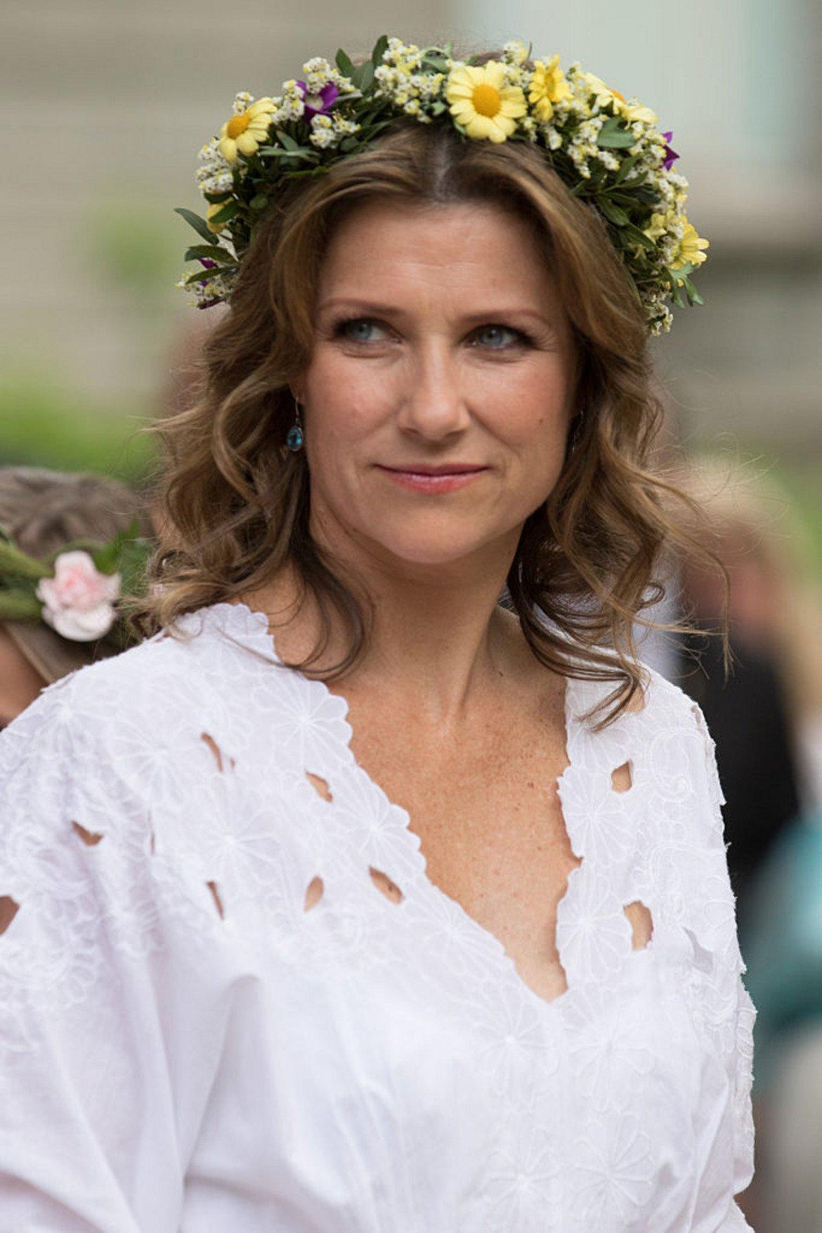 Принцеса Марта Луизе   В Норвегия принцеса Марта Луизе - най-голямото дете на крал Харалд V - се отказа от статута си на кралско височество, след като се омъжи през 2002 г. Като причина за това е посочен стремежът й да се съсредоточи върху личната си кариера.