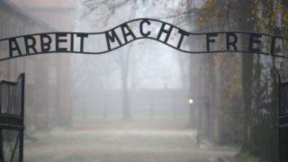 И параноята да не те сметнат за съюзник на нацистите