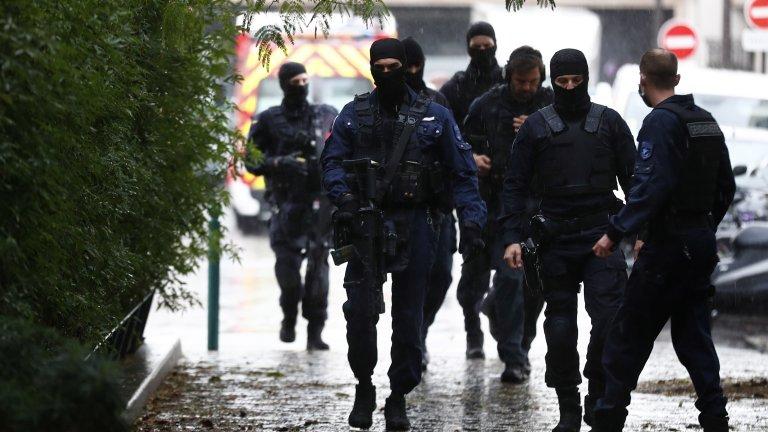 """Двама ранени при атака с нож близо до бившата редакция на """"Шарли ебдо"""" в Париж"""