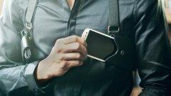 Смартфонът като пистолет е новото оръжие на Обществения Страж в интернет, който, по липса на нормално функционираща правоохранителна и съдебна система, раздава правосъдие чрез социалните мрежи