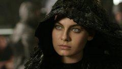 """Kyra Сценаристът и режисьор на """"Хрониките на Ридик"""" и """"Ридик"""" Дейвид Туи е имал интересен план за сериал, който да проследи приключенията на Кира - момичето, което Ридик възприема близко като сестра. Идеята е шоуто да проследи нейните приключения, като в ролята трябваше да се върне Алекса Давалос. Плановете са първо да се появи телевизионен филм за нея през 2004 г., а след това, ако потръгнат нещата, и цял сериал. Туи пише сценария, но реално, освен неговото име, друго така и не се прикачва към проекта. В крайна сметка идеята за сериал в света на Ридик замира."""