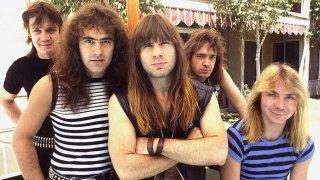 Iron Maiden (1975)  Една от най-популярните и до днес групи, които бяха част от новата вълна британски хеви метъл през 70-те. Всъщност Maiden направиха големия си пробив едва през 1982-а с албума Number of the Beast, когато Брус Дикинсън демонстрира свирепата си вокална мощ. Но първите два албума на групата също бяха много съществени за развитието на траша. Двете преплитащи се китари, галопиращите ритми и пронизващите вокали още тогава оформиха характерното звучене, което мнозина в траш метъла последваха.
