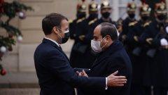 Френският президент Еманюел Макрон обяви, че Франция ще продължава да поддържа с оръжия властта на Абдел Фатах ал Сиси като гарант за борба с ислямисткия тероризъм