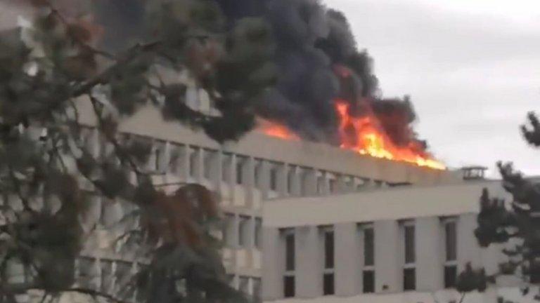 Пожар на покрива на университета в Лион след газова експлозия