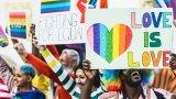 Един убит и един ранен, след като пикап се вряза в гей парад в Маями