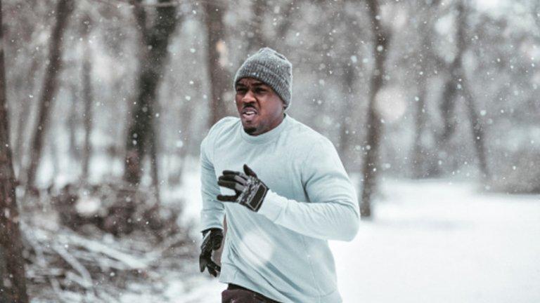 5. Мислете за дробовете си Въздухът през зимата е много студен (учудващо, нали?), което означава, че освен вдишването му, трябва да бъде и стоплен от организма. Покрийте устата с бъфче или ски маска, която поне малко да предпазва гърлото ви.
