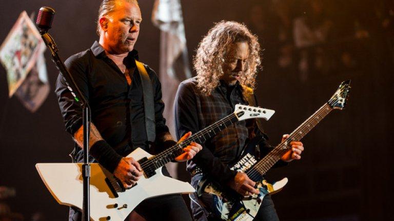 """Metallica разбиха на пух и прах всички съмнения, че може да се окажат неподходящи за хипи атмосферата на """"Гластънбъри"""""""