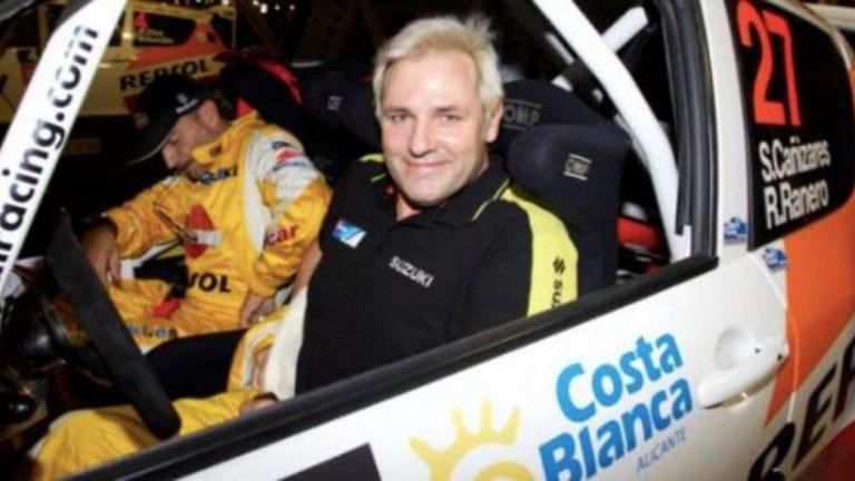 Сантяго Канисарес, автомобилиъм По подобие на Дудек и Бартез, явно това е някакво вратарско нещо, и Канисарес седна зад волана и на няколко пъти участва в състезания във Валенсия.