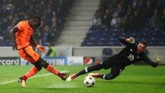 Мане вкара три пъти за разгрома на тима си, а крайното 5:0 реши сблъсъка още след първия мач