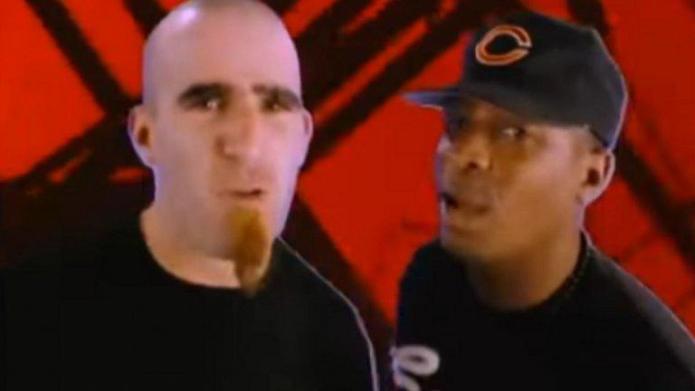 """Anthrax и Public Enemy - """"Bring the Noise""""  Рап-метълът още звучи като смехотворна комбинация, когато през 1991-а Anthrax и Public Enemy правят нова версия на песента на рапърите """"Bring The Noise"""". В известна степен тя прокарва пътя за идеята, че рап и китарни рифове могат да са част от една и съща песен. Комбо, което в края на 90-те се превърна в нещо обичайно."""