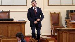 В българската реалност кандидат-шивачи изобщо не липсват - за всеки костюм ще се намери кройка