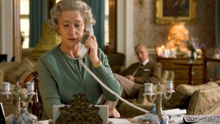 Хелън Мирън - Кралица Елизабет II   Мирън подхожда наистина сериозно към ролята си – все пак става въпрос за английската кралица. Тя дори организира чаени партита с актьорите, които играят членове на кралското семейство, за да изглеждат максимално правдоподобно на екрана. Усилията й са си заслужавали.