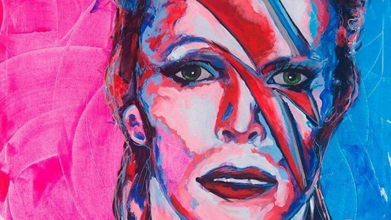 """Бритни обича да рисува картините си в ярки цветове. Те се продават не само, благодарение на профила й в Instagram, но и на частни търгове, като дава част от приходите от творенията си за благотворителност. Има доста добър вкус – обича да рисува идолите си като Джими Хендрикс, Франк Синатра, """"Ролинг Стоунс"""" и Боб Марли."""