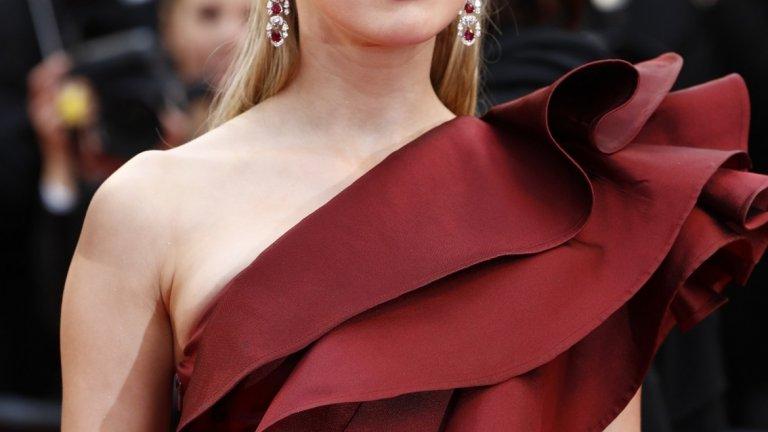 """Амбър Хърд върви с гордо вдигната глава след като личните й драми вече са в миналото, а един от последните й проекти (""""Аквамен"""") се превърна в огромен хит."""