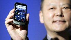 За някои азиатци, смартфонът вече е основно устройства за влизане в Интернет