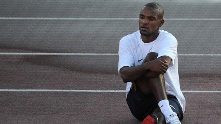 През март светът бе разтърсен от новината, че защитникът на Барселона Ерик Абидал страда от тумор на черния дроб. За щастие, извършената операция бе успешна и французинът отново е на терена. През есента на 2011 г. подобно нещастие сполетя и треньора на Черноморец Димитър Димитров, на когото бе открито злокачествено образувание в стомаха. Цяла България е съпричастна към Херо и му желае успех в тази най-тежка негова битка!
