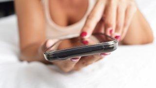 Жените, връзките и смартфоните: едно глобално изследване
