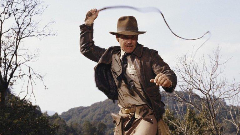 """Харисън Форд като Индиана Джоунс  Тук леко навлизаме в една по-мъглива сфера. Очаква се през 2021 г. да видим пети филм за най-дейния археолог - Индиана Джоунс. Харисън Форд обаче е на 77 години, така че не сме сигурни как приемаме тази идея - вероятно Индиана отново ще опита да тренира свой наследник. Такъв опит беше направен със сина на персонажа (изигран от Шая Лабъф) в """"Индиана Джоунс и кралството на кристалния череп"""" (2008 г.), но резултатите бяха по-скоро спорни. За момента не се знае много за петия филм, освен че Форд се завръща като Индиана, а Стивън Спилбърг отново ще е на режисьорския стол.  Кога: юли 2021 г."""