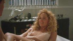 """Шарън Стоун  Не се нуждае от представяне след като придоби световна слава с ролята в """"Първичен инстинкт"""". Само че доста преди това е печелила конкурс за красота, била е кандидатка за Мис Пенсилвания и е работила за модна агенция Ford.  В киното записва множество роли и е една от най-разпознаваемите актриси на 90-те, а за играта си в """"Казино"""" на Мартин Скорсезе спечели """"Златен глобус"""" и беше номинирана за """"Оскар""""."""