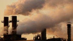 От цена за въглеродните емисии най-засегнати са индустриите на въглищата и петрола. И те организират похода за дезинформация, за да защитят приходите си