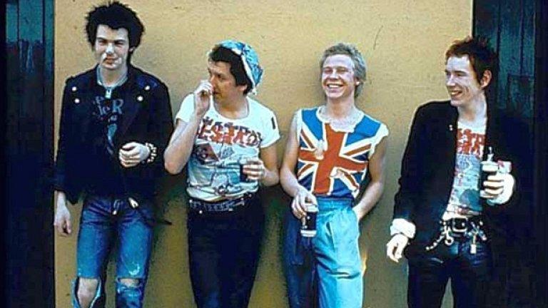 Sex Pistols - Anarchy In The UK  Е, надяваме се чак до анархия да не се стига, но такъв плейлист без иконичните пънкари от Sex Pistols би бил просто безсмислен.