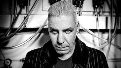 За вокалиста на Rammstein това е просто изкуство. Не всички обаче са съгласни