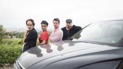 С AUDI QUATTRO ви срещаме с успешни квартети - хора, които работят в екип, и за които с пълна сила важи посланието #излез - излез от клишето, излез от матрицата и направи нещо различно. Представяме ви Ники Станоев, Марина Александрова, Косьо Лунгов и Васил Русев - забавление до краен предел в компанията на Audi Q5, защото сцената е въпрос на гледна точка.