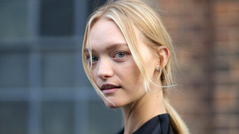 """Джема Уорд Джема Уорд е от онези русо-синеоки красавици, които са толкова нежни, че те е страх да ги докоснеш. Не че можем да я докоснем така или иначе... Тя е най-младият модел, който се появява на корицата на американския Vogue и елиминира виждането, че е """"просто красива"""" с участието си в хоръра """"Непознатите"""" и в """"Карибски пирати: в непознати води""""."""