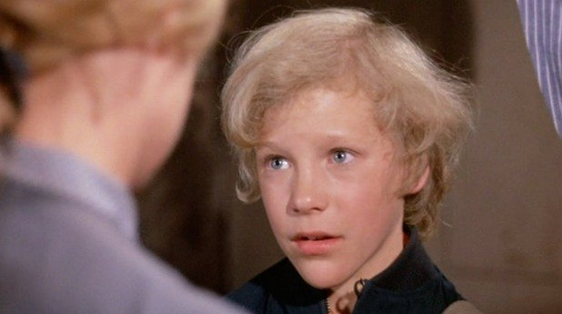 """Питър Остръм в """"Уили Уонка и шоколадовата фабрика"""" (1971)  Първата му и единствена роля беше като сладкия и наивен Чарли Бъкет – в оригиналната адаптация по класиката на Роалд Дал """"Чарли и шоколадовата фабрика"""". Щом завърши снимките, той приключи с актьорската професия. """"Беше трудно да съм във филмовата индустрия като дете и не успях да продължа. В крайна сметка, да я зарежа беше правилното решение"""". Спечеленото от филма Остръм използвал, за да си купи кон – първата стъпка към кариерата на ветеринар, която той все още следва."""