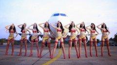 Авиокомпанията не се отказва от скандалния си календар