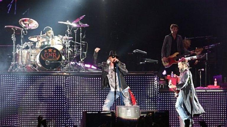 Guns N' Roses остават в историята с над 100 млн. продадени албума, незабравими концерти и винаги актуални хитове като Paradise City, Sweet Child O Mine и Welcome to the Jungle