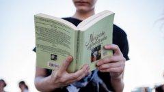 """""""Не се знае от коя трънка ще изскочи големият български роман - може да е на дебютант, може и да е на автор с вече издадени десетина книги, които досега не е имало причина да забележим"""", казва литературният критик доц. Бойко Пенчев"""