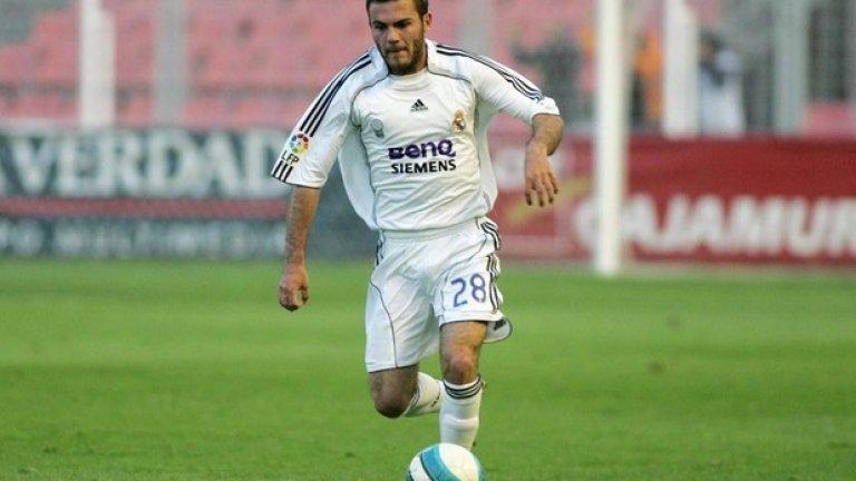 Хуан Мата в Реал Мадрид Мата е талант на Реал, но не само че не записва нито мач за мъжкия тим, има един-единствен за втория отбор, преди да бъде пуснат във Валенсия.